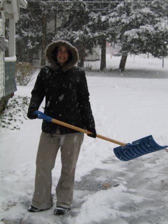 jen_shoveling_thanksgiving05.jpg